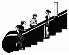 Юноша бежит по эскалатору метро против его хода